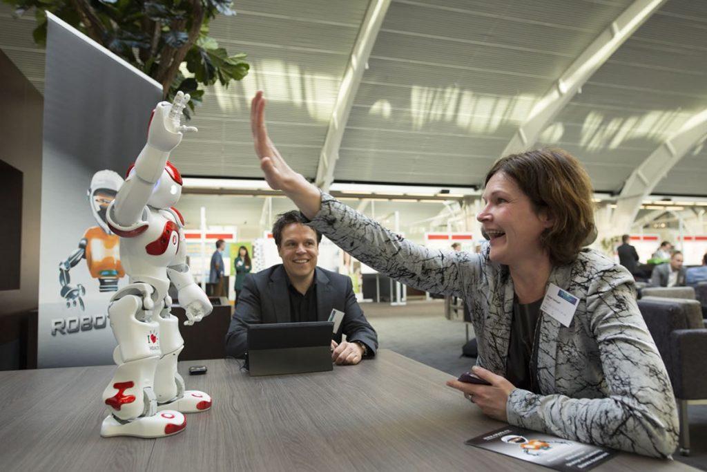 NAO meet en greet Nederlandse Vereniging Gemeenten, Robotverhuur