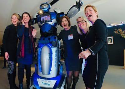 Mens robot act voor innovatie en promotie