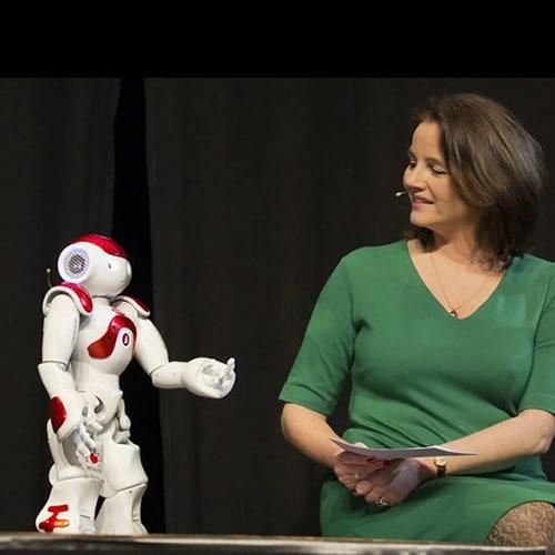 Robot voor een congres huren, op het podium